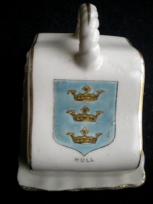 Hull Cheeseplate Crested Ware